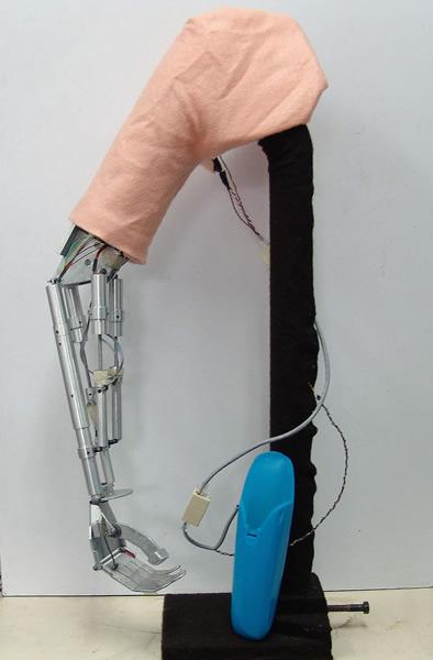 Diseña Cinvestav prótesis de brazo controlada con mensajes cerebrales - brazo-robotico-cinvestav