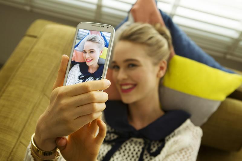 Samsung Galaxy K Zoom Selfie Samsung GALAXY K Zoom: Cámara profesional y smartphone