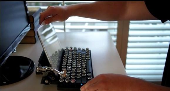 Conoce el teclado Qwerkywriter que simula una máquina de escribir - Teclado-Qwerkywriter