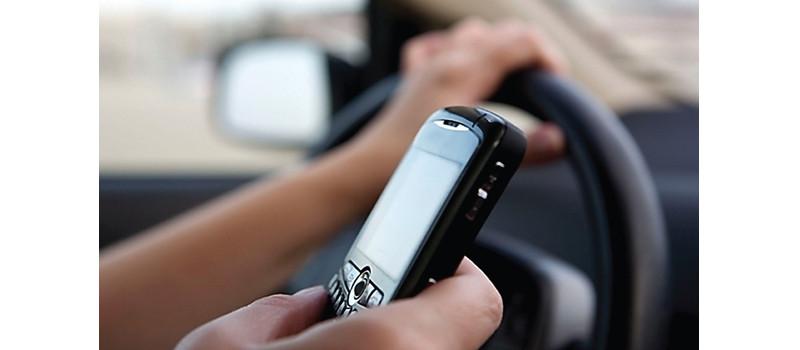 Enviar mensajes al manejar podría ser detectado mediante pistola radar - manajear-con-celular