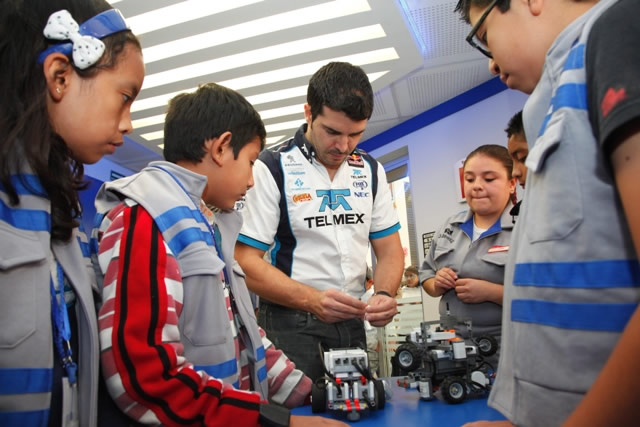 TELMEX inauguró nuevos centros de tecnologías de información para niños - Taller-de-robotica-TELMEX-KidZania