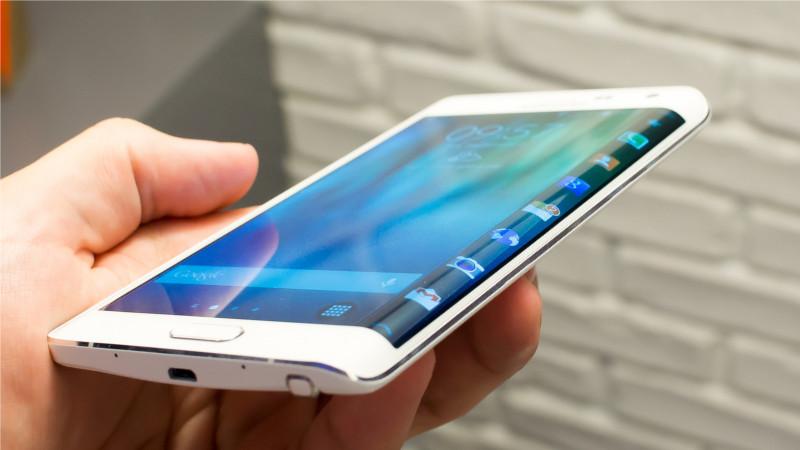Samsung buscará renovarse con pantallas curvas en sus smartphones - galaxy-note-edge