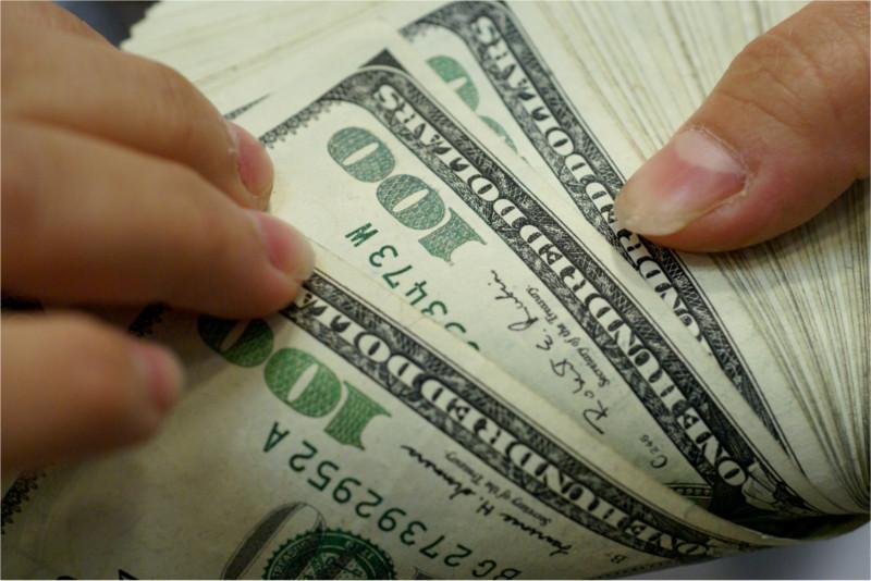 ¿Por qué nos afecta la subida del precio del dólar? - subida-del-dolar