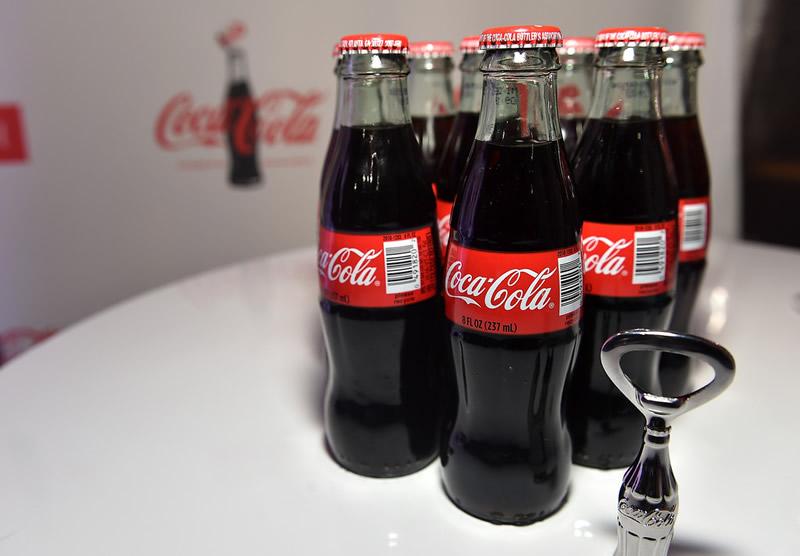 La botella de Coca Cola cumple 100 años y lo celebrarán en grande - Botella-de-Coca-Cola-100-aniversario