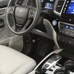 Honda Pilot 2016 quiere conquistar el segmento de SUV de tres filas de asientos - Honda-Pilot-2016-interior-2