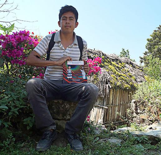 Con libro traducido al mazateco llevan la nanotecnología a la sierra alta de Oaxaca - Libro-Mazateco-Nanotecnologia
