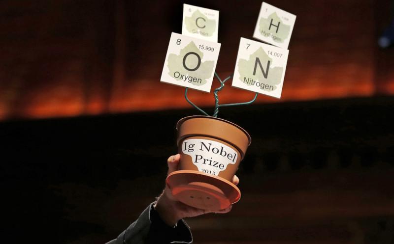 """Ganadores a los premios """"anti-Nobel"""" 2015 - Ig-Nobel-800x497"""