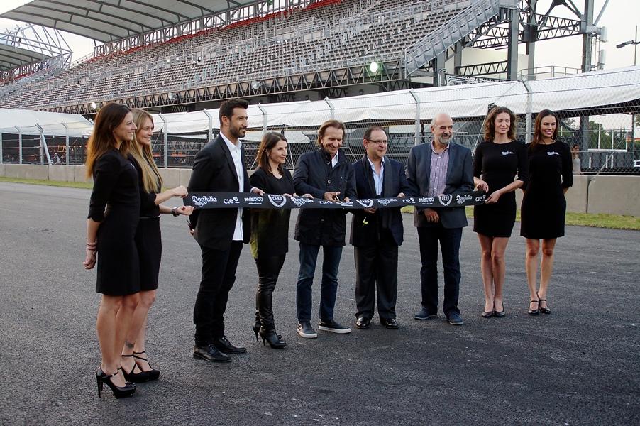Emerson Fittipaldi Embajador del Autodromo Hermanos Rodriguez Se celebró la vuelta cero en la repertura de la pista del Autódromo Hermanos Rodríguez