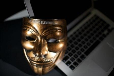 """""""Los servicios secretos podrían introducir material terrorista en cualquier computadora"""""""
