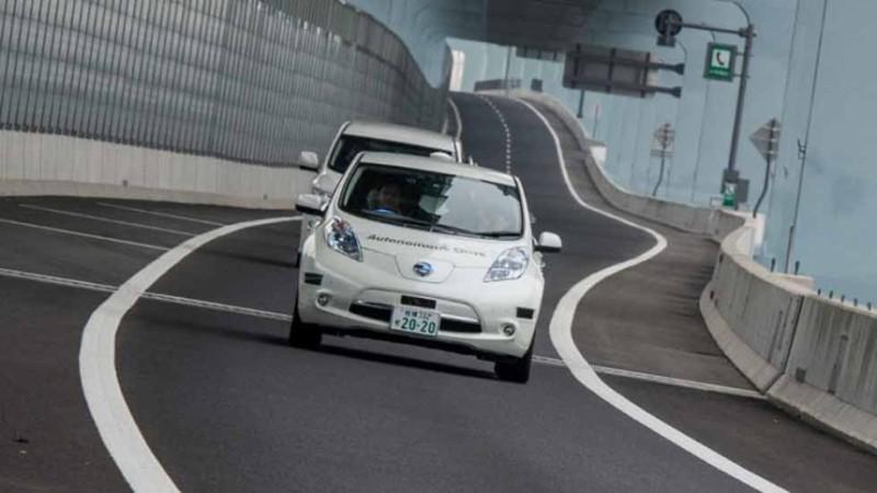 nissan autonomus drive 3 800x450 Nissan prueba vehículo inteligente que reconoce peatones