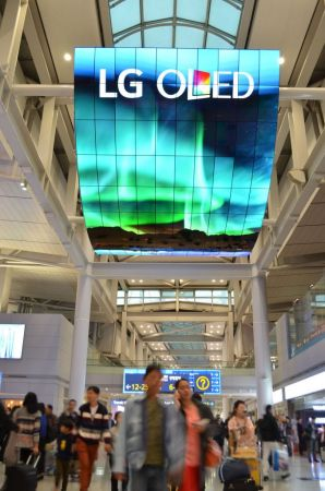LG Electronics crea la pantalla OLED más grande del mundo - oled-signage-incheon-airport_3