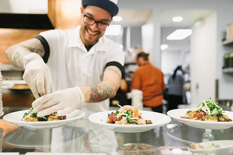 Restaurante de las oficias de Dropbox recibe reconocimiento gastronómico - dropbox-tuck-shop-800x533