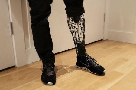 Ingeniero mexicano crea una prótesis económica mediante impresión 3D