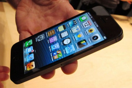 Apple recibe demanda por uso excesivo de datos del iPhone 5