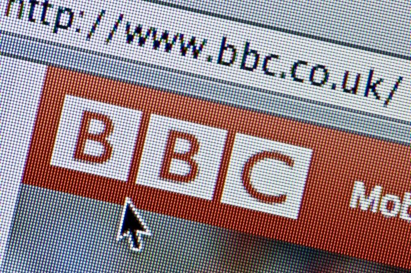 Opositores del Estado Islámico se atribuyen el ataque contra BBC - bbc-co-uk-800x532