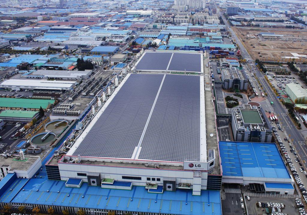 LG Electronics invierte 435 millones de dólares en la producción de células solares - lg-solar-facility-in-gumi-01