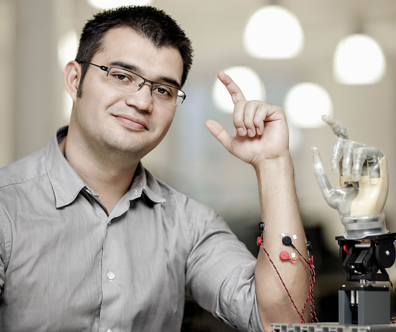 Mexicano diseña primera prótesis con conexión directa a hueso, nervios y músculos - maxi-ortiz-protesis-con-conexion-al-hueso