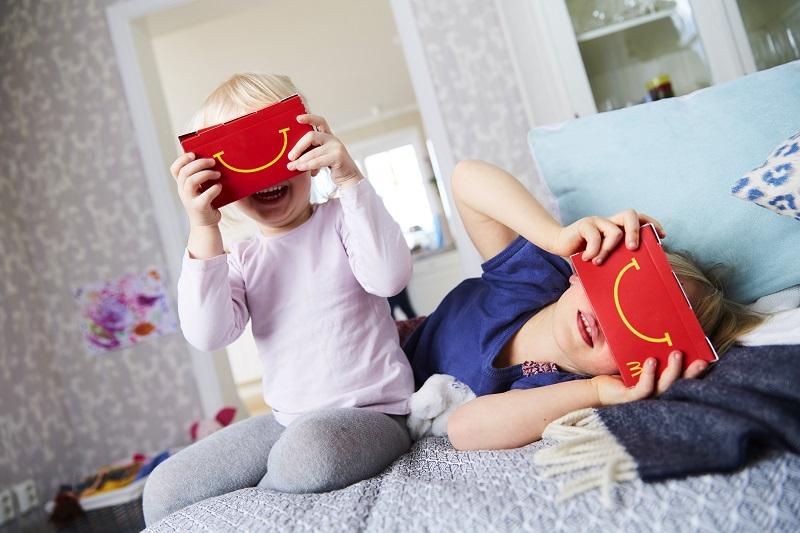 McDonalds repartirá gafas VR en sus 'cajitas felices' - cajita-feliz-realidad-virtual-3-800x533