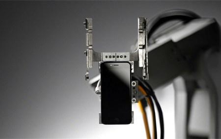 Conoce a Liam, el robot de Apple que desarma iPhones por completo