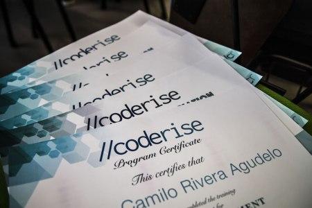 Coderise.org lanza campaña de crowdfunding para seguir enseñando programación a jóvenes