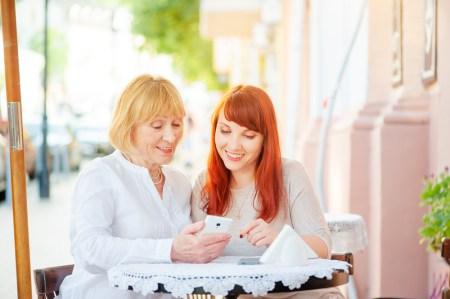 Cómo proteger a tu mamá mientras navega por internet