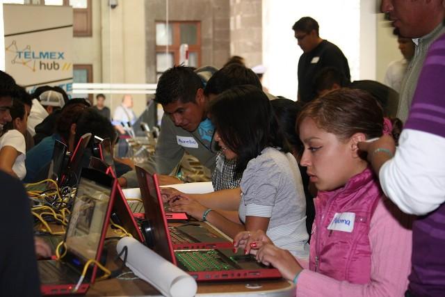 Telmex proporciona cursos gratuitos en todo México por el Día del Internet - internet01