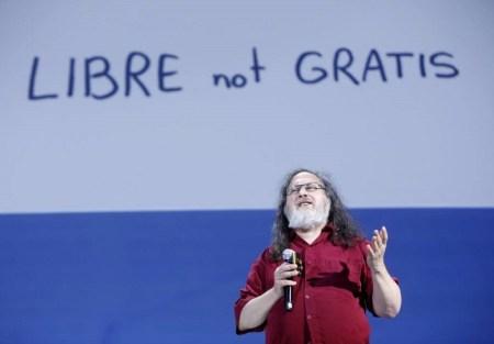 Richard Stallman critica el control de los dispositivos móviles sobre los usuarios