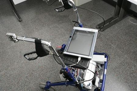 Crean caminador que funciona con inteligencia artificial para los adultos mayores