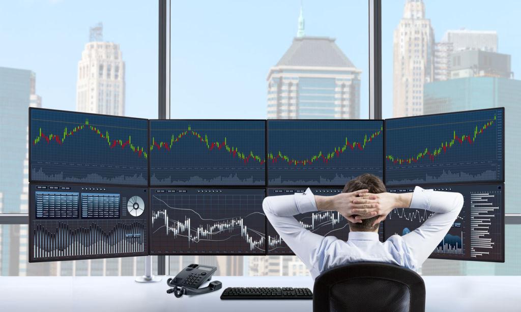 VP2468 de ViewSonic, monitor profesional con extraordinaria precisión de color - stock-trader-fine-tune_vp2468
