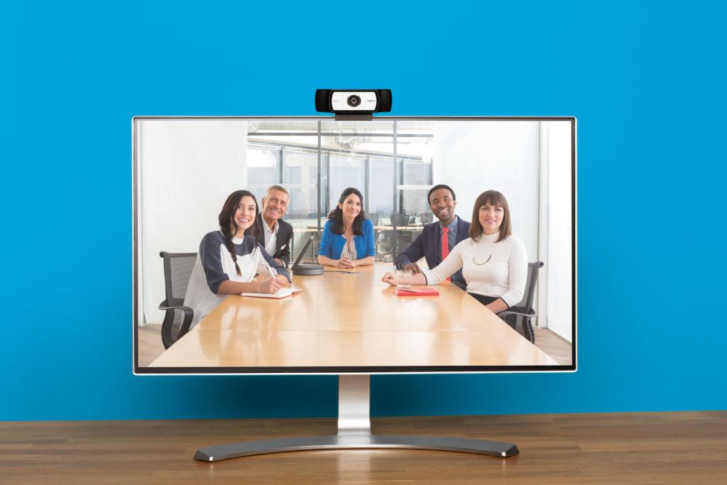 ¿Por qué es similar realizar videoconferencias y comprar un automóvil? - jpg-300-dpi-_rgb_-smartdock-lifestyle-small-room-monitor-and-camera-17-0962