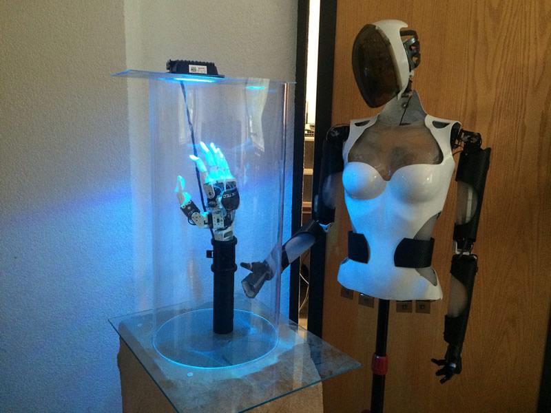 Emprendedores de la UNAM crean sistemas robóticos innovadores a precios accesibles - mano-robotica-unam