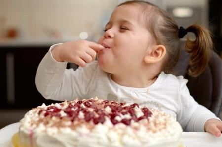 Los dulces y el pan sí son buenos para los niños