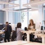 Conoce las nuevas oficinas de Instagram celebrando sus 6 años - oficinas-instagram-desks_13