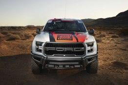 Nueva Ford Raptor 2017 con un aspecto mucho más rudo y poderoso - ford-raptor-2017-4