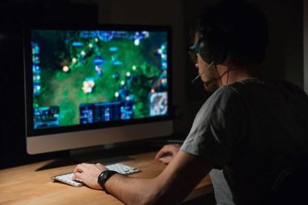 Jugar online sin lag y con máxima seguridad es posible con Avast