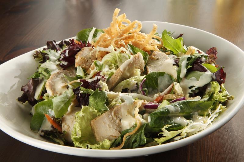 PF Chang's México lanza 8 platillos de la suerte por el Año Nuevo Chino - chicken-chopped-salad-alt-2-800x533