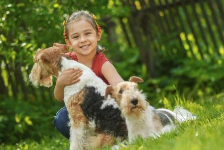 Estudio revela que los mejores amigos de los niños son sus mascotas