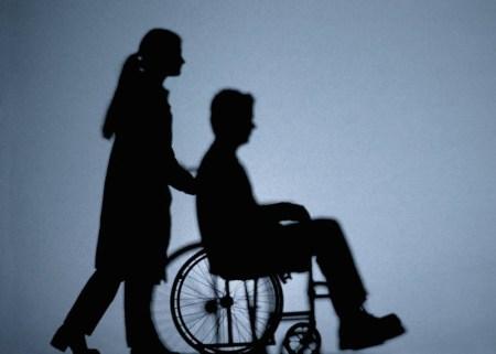 Diseñan silla de ruedas que se controla con la mente