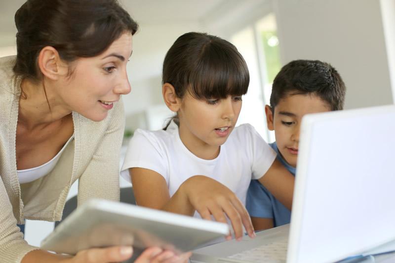 20% de los niños latinoamericanos pasan más de 2 horas conectados a Internet - ninos-conectados-internet