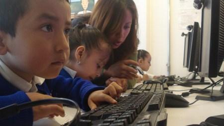 Estudio muestra lo que hacen los niños mexicanos en internet