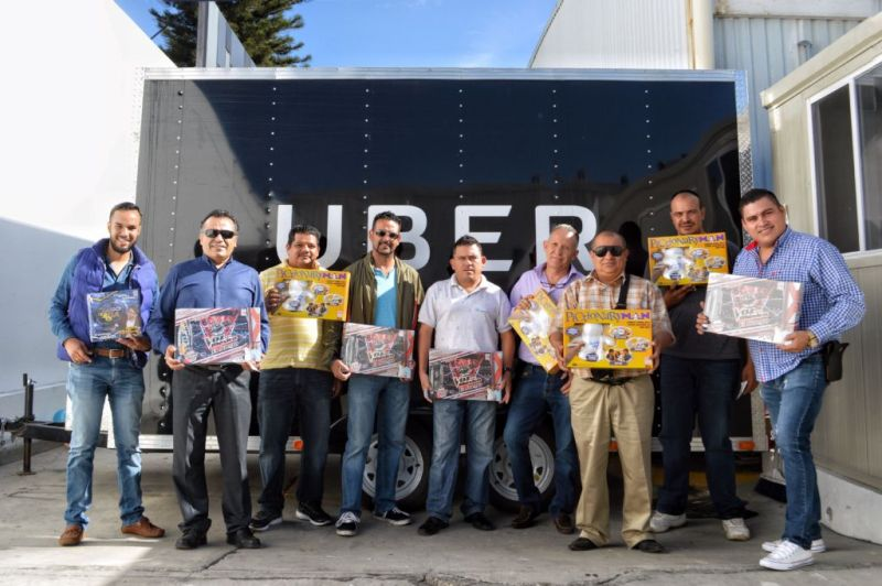 Uber en alianza con Juguetron entregan más de 9 mil juguetes a socios conductores - ubejuguetron1-800x532