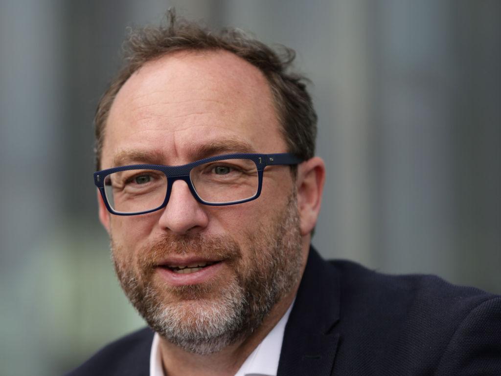 Wikitribune: el co-creador de Wikipedia busca combatir las notas falsas - wikitribune-jimmy-wales