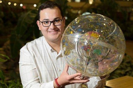 Astrofísico mexicano busca nuevos exoplanetas y vida en el universo