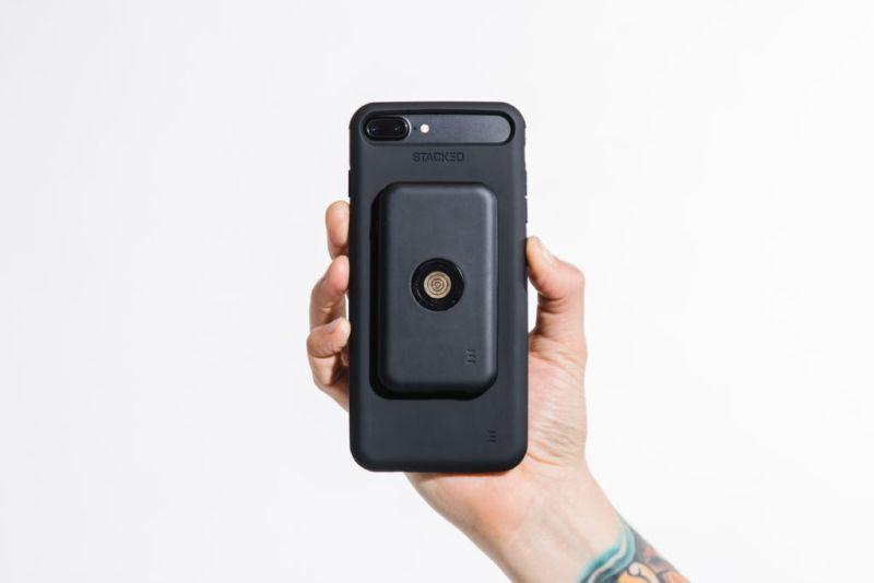 sistema de carga inalambrico de stacked iphone 800x534 STACKED Ianza el sistema de carga inalámbrico más delgado y rápido para iPhone