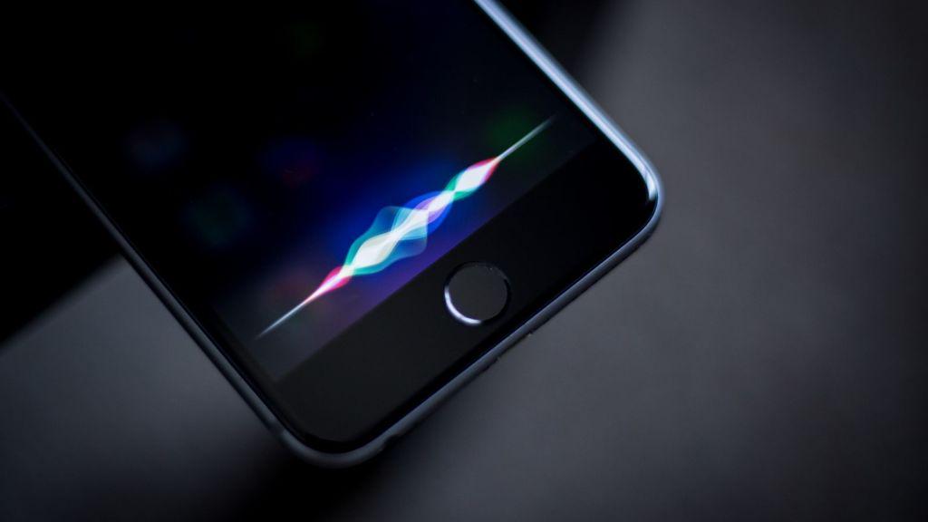 Apple ya habría iniciado la fabricación de su altavoz inteligente - apple-siri-on-iphone