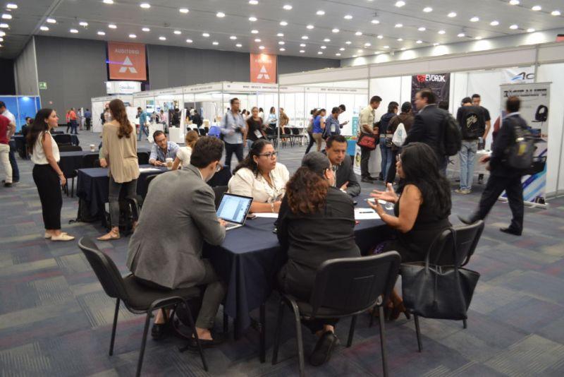 Primer Digital Economy Show, plataforma que vincula a las empresas con expertos y proveedores de tecnología - foro-digital-economy-show-1-800x534