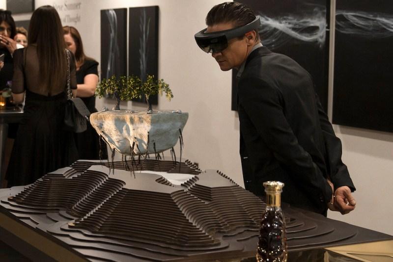 Rémy Martin lanza a nivel mundial la experiencia Microsoft HoloLens - jeremy-renner-en-la-experiencia-22rooted-in-exception22-de-remy-martin-microsoft-hololens-800x534
