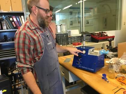 mike eisenstein de path con el sistema de entregas reli Reto de Diseño Global convocatoria para diseño de dispositivo que salva vidas