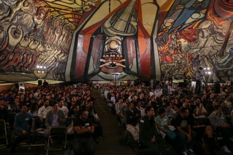platziconfmx2015 162 800x534 PlatziConf 2017 llega a México en su octava edición