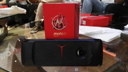 Moto Z2 Play y los nuevos Moto Mods llegan a AT&T - moto-gamepad_8